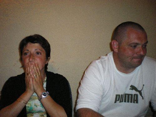 ben non je blague Myriam et marc (myriam est à gauche,c'est celle qui prie,amen)