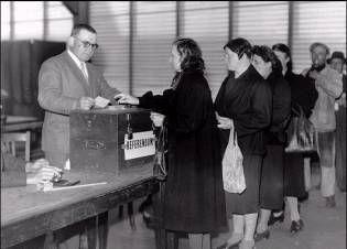 1944, France : droit de vote accordé aux femmes.