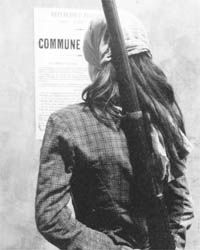 Mars 1871, femme au fusil ; beaucoup de femmes ont pris le fusil durant