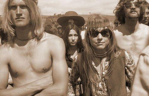 Hippies hip-hourra... Après les années folles (1930...) ; les folles années.