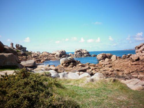 Rochers échoués sur la plage