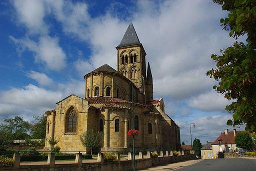 Vue_extérieure_de_l'église_de_Saint-Menoux.jpg