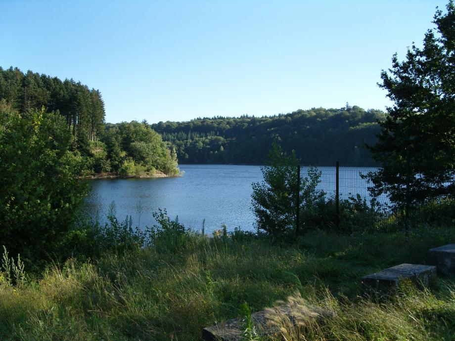 Lac_des_Cammazes-Tarn-France.jpg