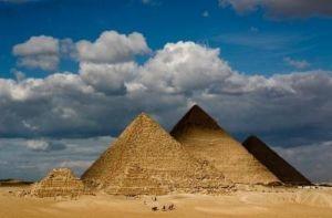Le sommet des pyramides, indice sur 2012?