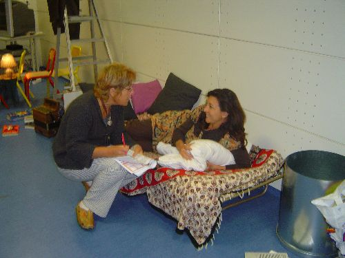 Danielle Latroy travaillant avec Hélène Duchêne