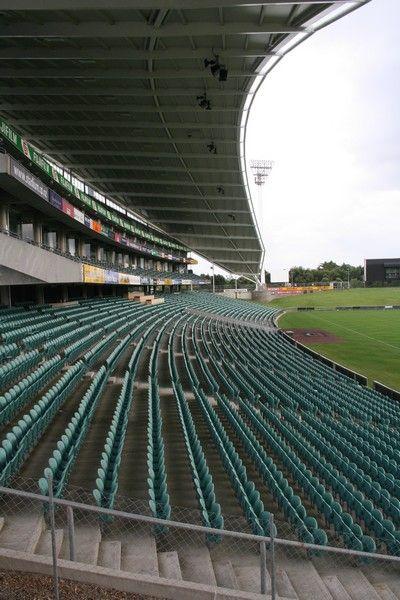 Les tribunes (20000 places)