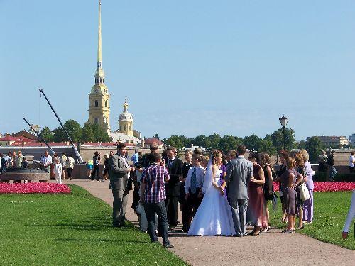 le Samedi à St P; c'est le jour du mariage