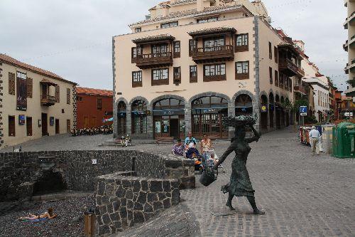Puerto de la Cruz vendeuse de poissons