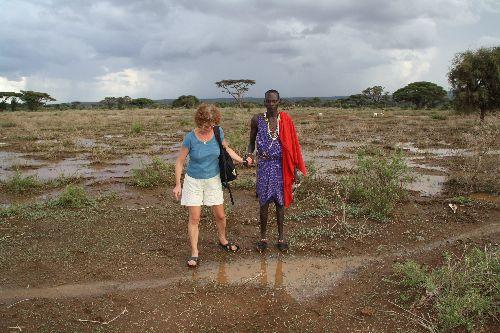 Traversée délicate du village inondée