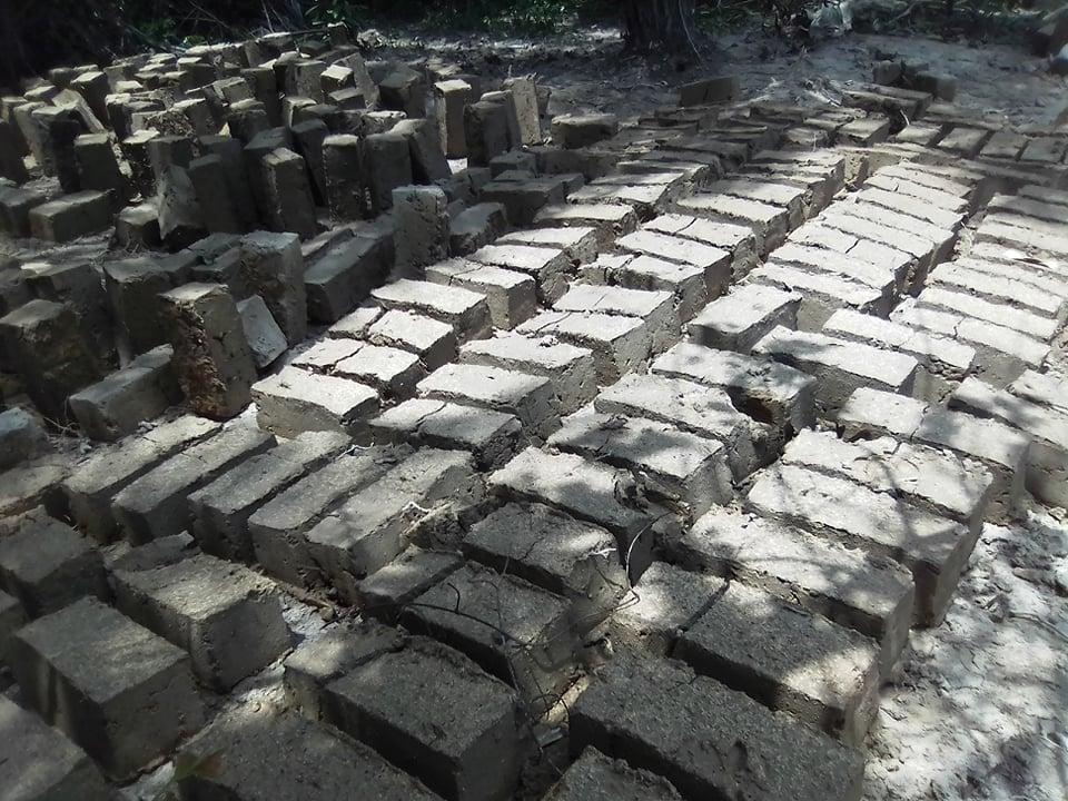 briques en banco au séchage