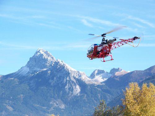 Le Lama de Bernard en vol montagne ( savoie)