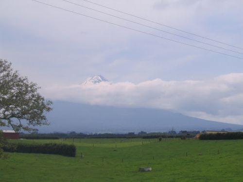 Le mont Taranaki dans les nuages