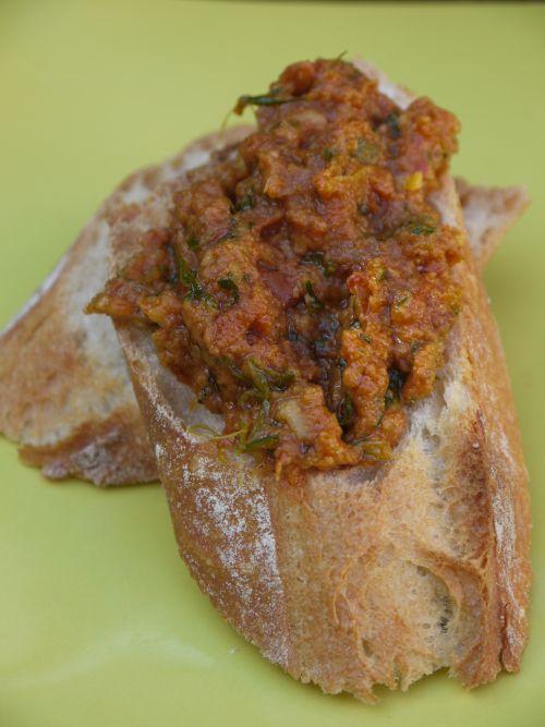 Pesto rosso à la roquette et aux zestes d'agrumes - FOODLOLO