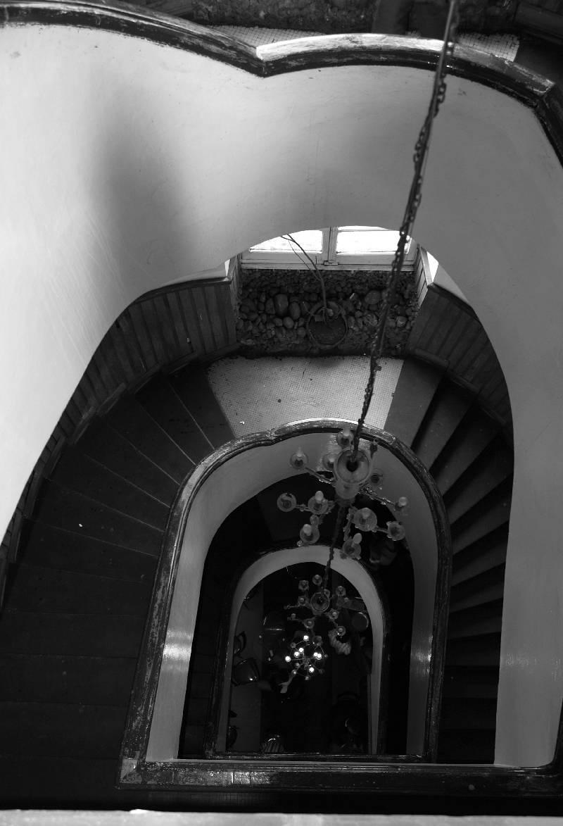 cage d 39 escalier vieil immeuble de piassa une vie en. Black Bedroom Furniture Sets. Home Design Ideas