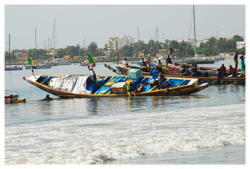 Les bateaux de pêche arrivent