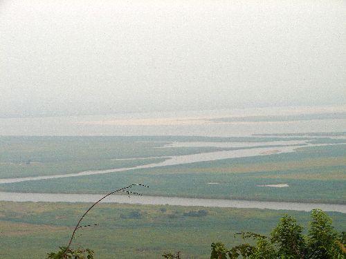 Le fleuve au loin