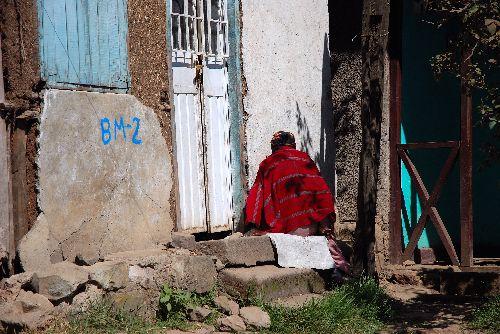 Vieille sur son pallier, Addis A.