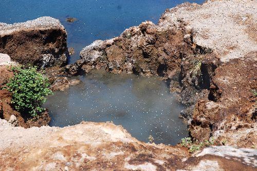 Source d'eau chaude bouillonnante