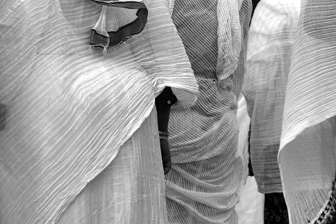 De beaux vêtements blancs
