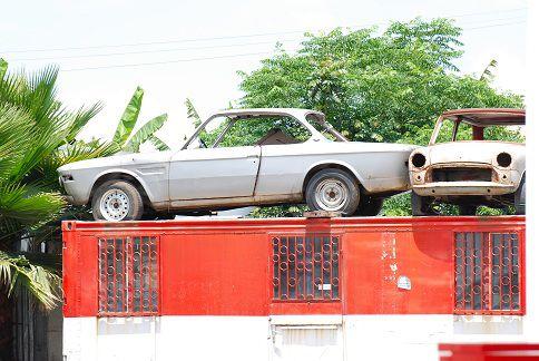 Insolite, les voitures sur l'algeco