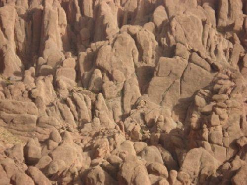 Mont Surnommé « Pattes de Singe » - Vallée de Dadès .  Province « Préfecture » de Ouarzazate  -  2