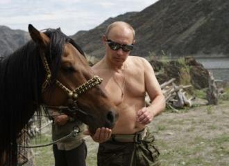 05.08.2009 - Image Insolite . Vladimir POUTINE offre de nouveau son torse aux photographes