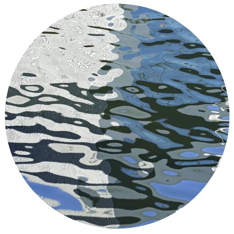 Acqua-reflets 322 sur toile ronde 70cm vernie.