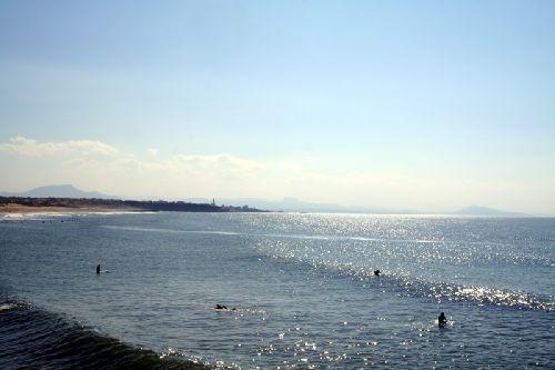 au fond les côtes espagnoles, vu d'Anglet