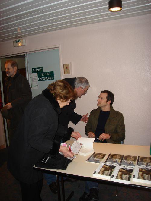 Conférence de Guillaume Mazeau du 13 mars 2010 : le conférencier en séance de dédicace