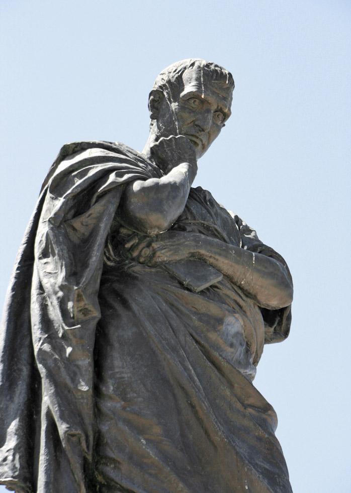 Constanta_Ovid-Platz_Statue_des_Ovid   BD.jpg