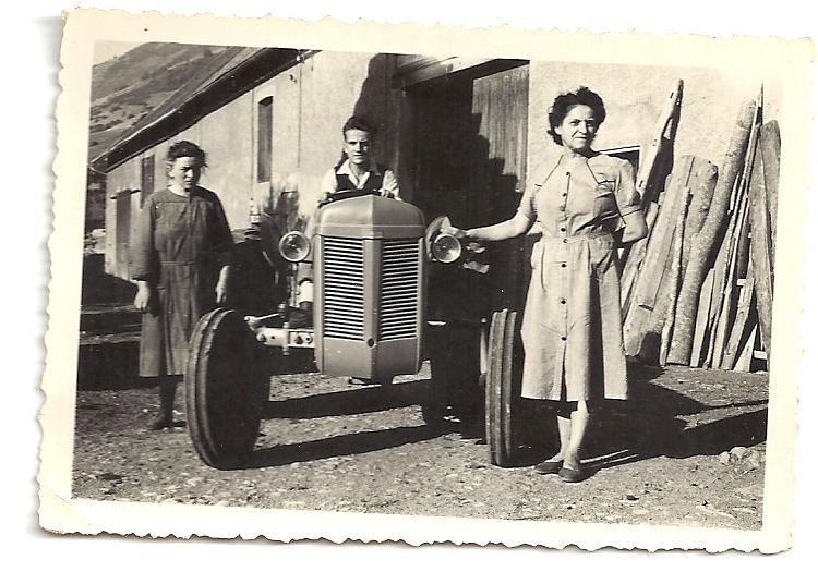 Le premier tracteur de StJEande Vital Gonchond-un Massey Fercuson Essence-1945-SimoneFruhauf.jpg