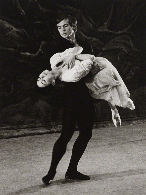 1962 Nureyev and Margot.jpg