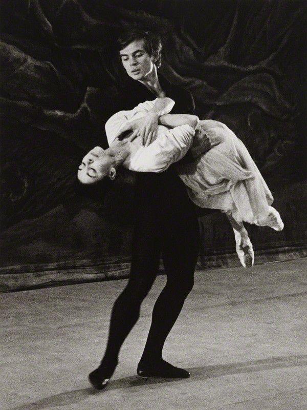 1962 Nureyev and Margot.jpg