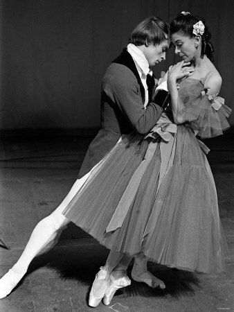 Rudolf Nureyev and Margot Fonteyn (la dame aux camélias)