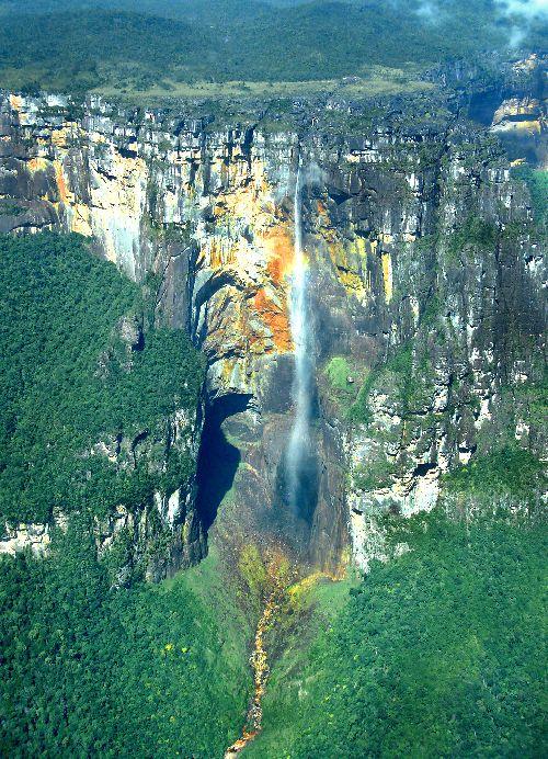 Salto Angel vue aérrienne (La chute d'eau verticale la plus haute du monde)