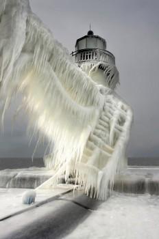 Leuchttürme komplett zugefroren (3).jpg