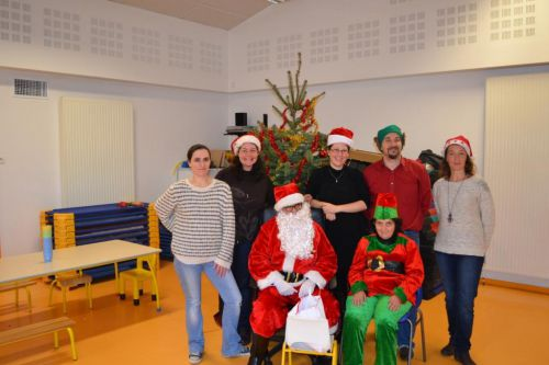 Goûter de noël  2014 - le père Noël et son équipe