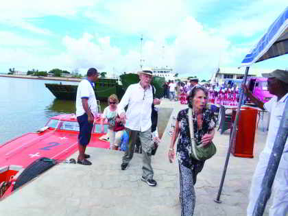 les-croisiéristes-américains-seniors-à-Mahajanga-hier-foto-vero-a.jpg
