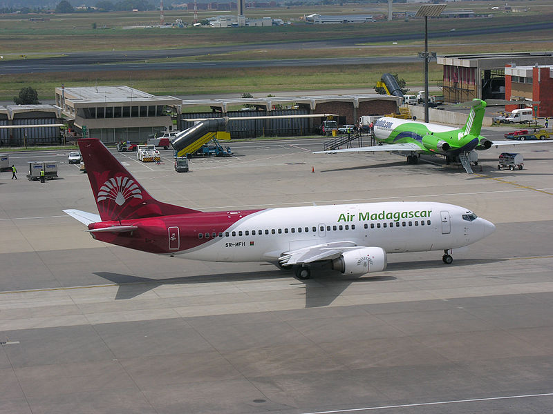 Air_Madagascar_Boeing_737-3Q8_5R-MFH.jpg
