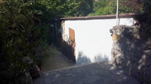 Mur garage au soleil 31 juil 14.jpg