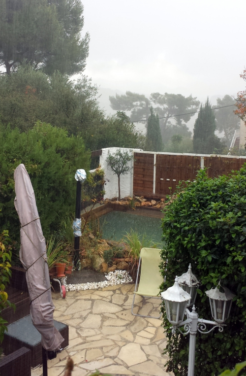 Piscine sous pluie 12 nov 14.jpg