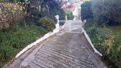 Bordures côté et poteaux portail peints22 dec 14.jpg