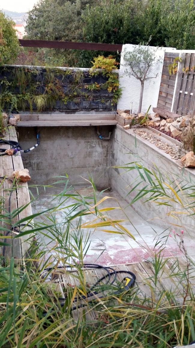 Bassin de nage vidé et nettoyé 10 oct 15.jpg
