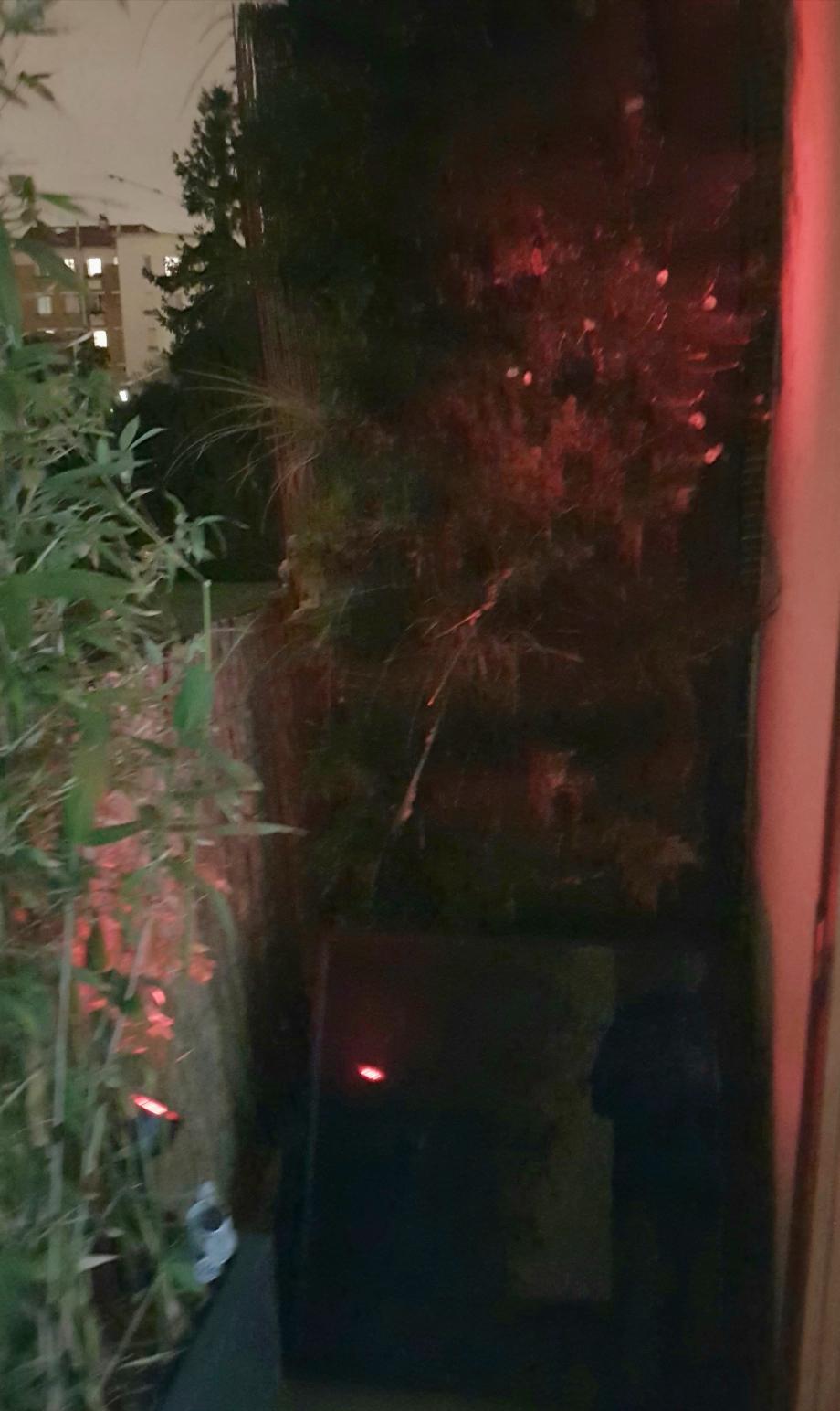 Eclairage rouge mur extérieur 23 dec 17.jpg