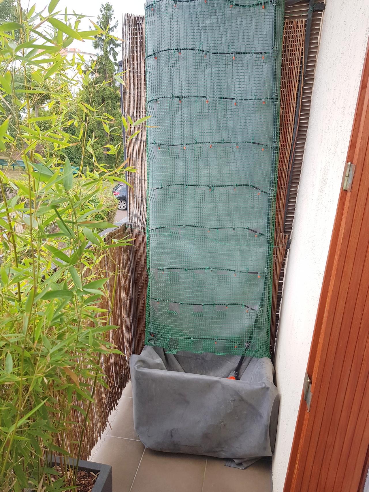 mise en place de la structure du mur v g talis ext rieur mobile sur une terrasse comment. Black Bedroom Furniture Sets. Home Design Ideas