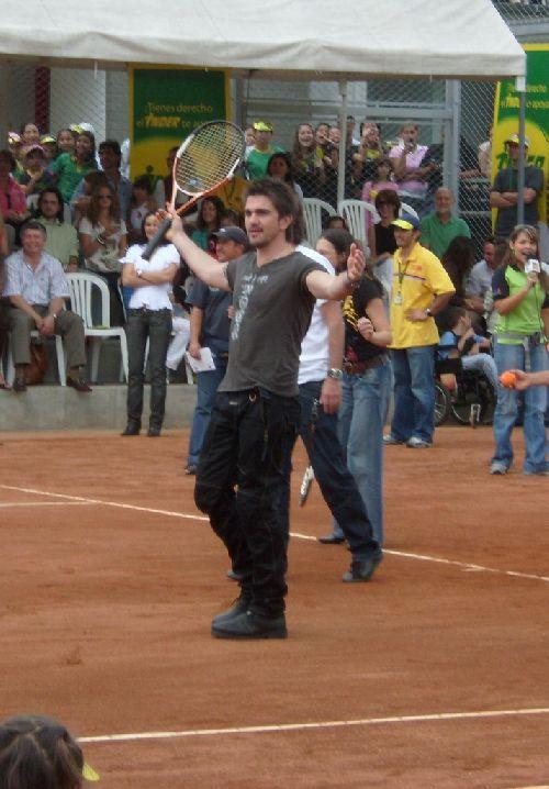 Juanes se met au tennis :)