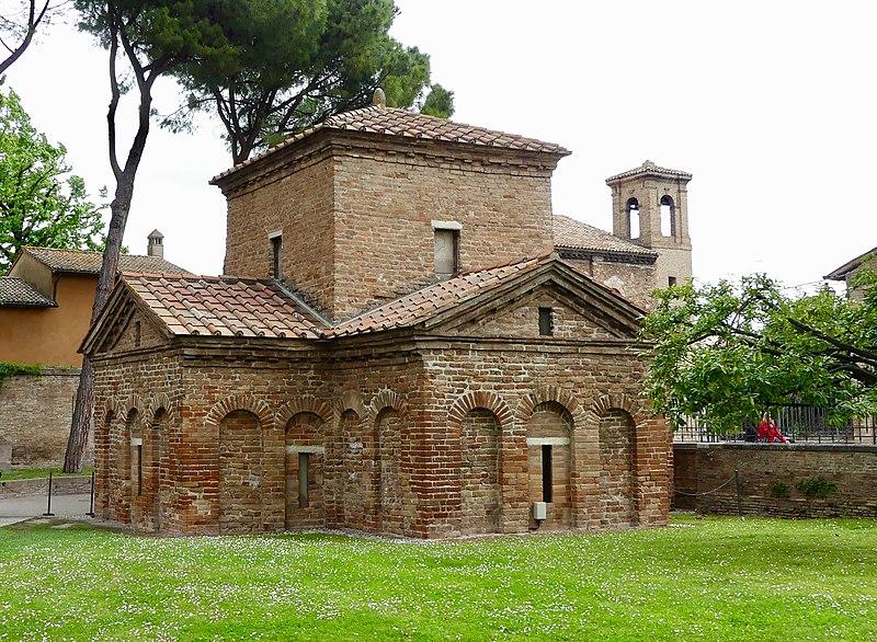800px-Italie,_Ravenne,_Mausolée_de_Galla_Placidia_(48087047373)
