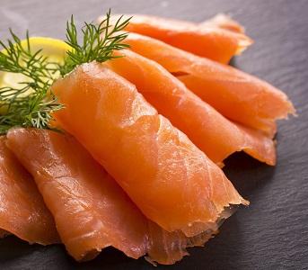 2200972-des-pesticides-et-bien-d-autres-dans-le-saumon.jpg