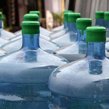 2201325-le-bisphenol-a-dans-les-canettes-et-bonbonnes-d-eau.jpg