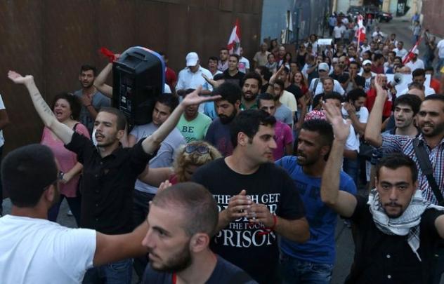 des-manifestants-le-28-aout-2015-a-beyrouth-contre-la_2509394_632x405p.jpg